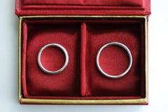Boucles de mariage dans le cadre Image libre de droits
