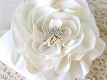 Boucles de mariage de diamant Photo libre de droits