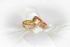 Boucles de mariage (plan rapproché) Photos libres de droits