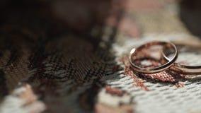 Boucles de noces d'argent Boucles de mariage argentées ou titaniques Boucles de mariage Images stock