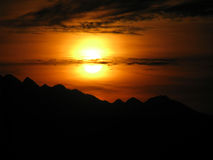 Boucles de Sun d'incendie dans le ciel Photographie stock libre de droits