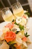 Boucles et bouquet de mariage Image stock