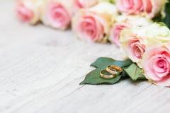 Boucles et fleurs de mariage Photos libres de droits