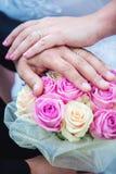 Boucles et fleurs de mariage Photo libre de droits