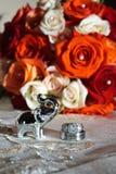 Boucles et fleurs de mariage image libre de droits