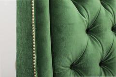 Bouclier de couleur et dos en forme de coeur de chaise - sofa d'ImageGreen d'isolement sur le fond blanc Un divan de daybed sur u photo libre de droits