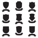 Boucliers et ensemble élégant de ruban Le bouclier noir différent forme la collection Conception royale héraldique Image libre de droits