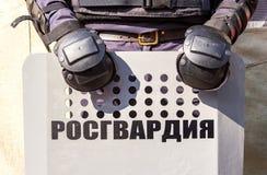 Boucliers utilisés par police anti-émeute russe Images libres de droits