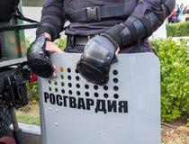 Boucliers utilisés par police anti-émeute russe Texte dans le Russe : Photographie stock libre de droits