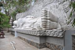 Bouddha à la longue pagoda de fils dans Nha Trang vietnam photographie stock libre de droits