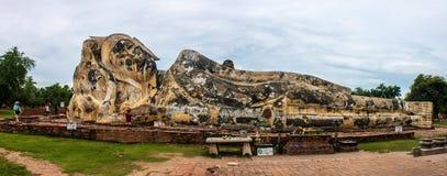 Bouddha étendu au temple de Wat Lokayasutharam Photos libres de droits