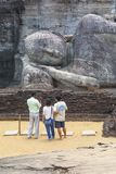 Bouddha étendu dans Pollanaruwa photos stock