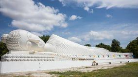 Bouddha étendu en Thaïlande Photos stock
