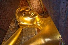 Bouddha étendu en Wat Pho Bangkok Photos libres de droits