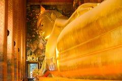 Bouddha étendu Wat Pho Photos stock