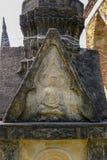 Bouddha antique thaïlandais découpant du grès dans la période d'Ayutthaya photographie stock libre de droits
