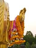 Main d'or Bouddha chez Phutthamonthon en Thaïlande image stock