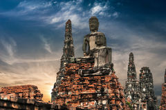 Bouddha aux ruines de temple de Chai Watthnaram. Ayutthaya, Thaïlande Photo libre de droits