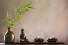 Bouddha avec la bougie image libre de droits
