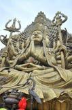 Bouddha avec mille mains et mille yeux dans le Suoi Tien se garent dans Saigon Image libre de droits