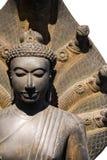 Bouddha couronné abrité par le capot du Naga Photographie stock libre de droits