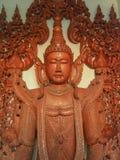Bouddha a découpé du bois dans l'art Myanmar Photos libres de droits