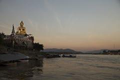 Bouddha d'or à la concession Ruak photos stock