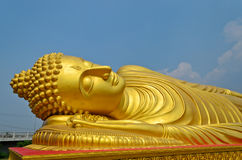Bouddha d'or étendu Photo libre de droits