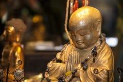 Bouddha dans la prière et la méditation photo stock
