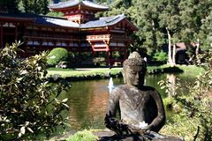 Bouddha dans le jardin Photo stock