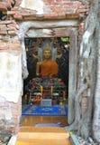 Bouddha dans le temple antique Images libres de droits