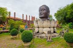 Bouddha dans un monument de fleur de lotus La Thaïlande, Ayutthaya Photos stock