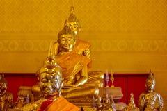 Bouddha dans un temple thaïlandais Images libres de droits