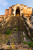 Bouddha dans Wat Chedi Luang Images stock