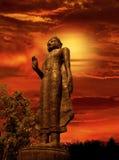 Bouddha du coucher du soleil crépusculaire images libres de droits