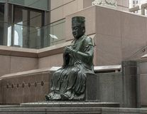 Bouddha en bronze à l'entrée au musée de corneille de l'art asiatique à Dallas du centre, le Texas photographie stock