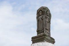 Bouddha en pierre avec le ciel bleu Photo stock