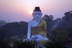 Bouddha et lever de soleil Photographie stock