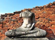 Bouddha et mur de briques au wat Chai Wattanaram Photo libre de droits