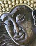 Bouddha font face exécuté avec le style antique, découpage du bois Fait main, bas-relief en bois images stock