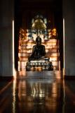 Bouddha noir dans la chambre noire Image libre de droits