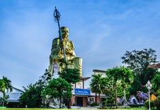 BOUDDHA S'ASSEYANT Mahapanya Vidayalai Photographie stock libre de droits