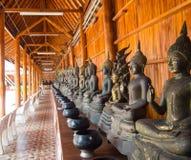 Bouddha sur le détail de modèle de l'or de teck Photographie stock