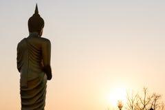 Bouddha tenant l'aumône solaire images libres de droits