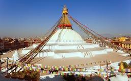 Boudha, bodhnath ou stupa com bandeiras da oração, o stupa budista o mais grande na cidade de Kathmandu - buddhism de Boudhanath  fotografia de stock