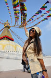 Boudhanath或Bodnath的Stupa旅客泰国妇女 库存照片