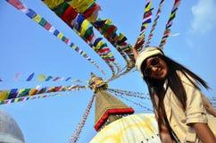 Boudhanath或Bodnath的Stupa旅客泰国妇女 免版税库存照片