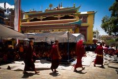 Boudhanath,加德满都,尼泊尔的四个和尚 免版税图库摄影