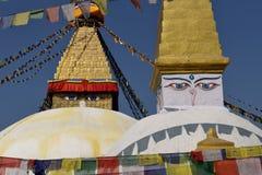Boudhanath Stupa. Золотой шпиль и все видя глаза Будды на верхней части Стоковые Изображения RF