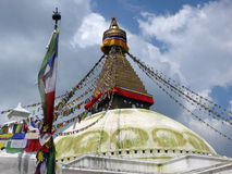 Boudhanath Stupa con sus banderas del rezo Imagen de archivo libre de regalías